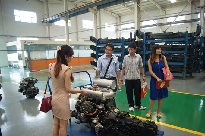 wolwa group Thailand customer look over the engine